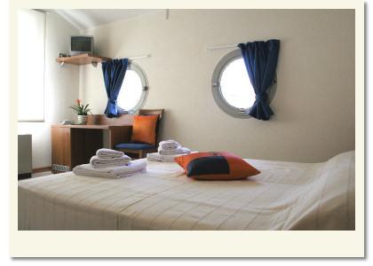 Camere albergo meubl abatjour mantova for Albergo meuble abatjour